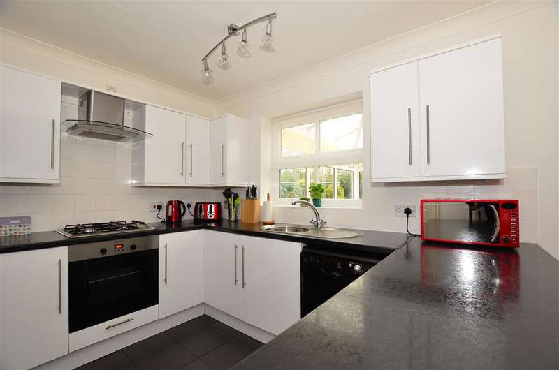 4 Bedrooms Detached House for sale in Eclipse Drive, Sittingbourne, Kent