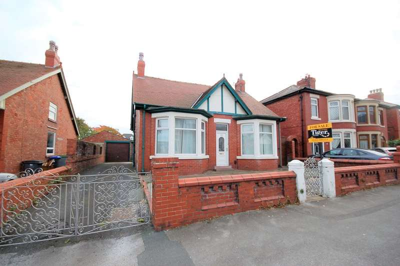 2 Bedrooms Detached Bungalow for sale in Westmorland Avenue, Blackpool