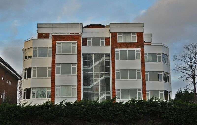 1 Bedroom Flat for sale in West Hill, London
