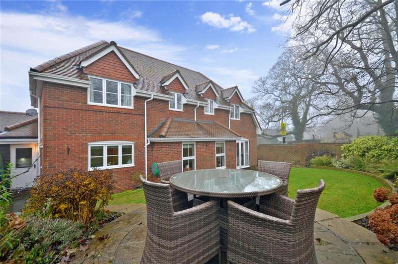 4 Bedrooms Detached House for sale in Nickleby Road, Clanfield, Hampshire