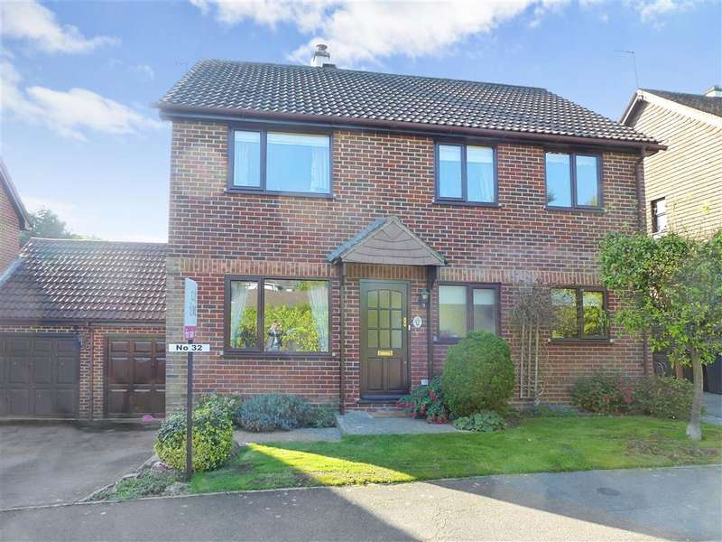 4 Bedrooms Link Detached House for sale in The Farthings, Crowborough, East Sussex