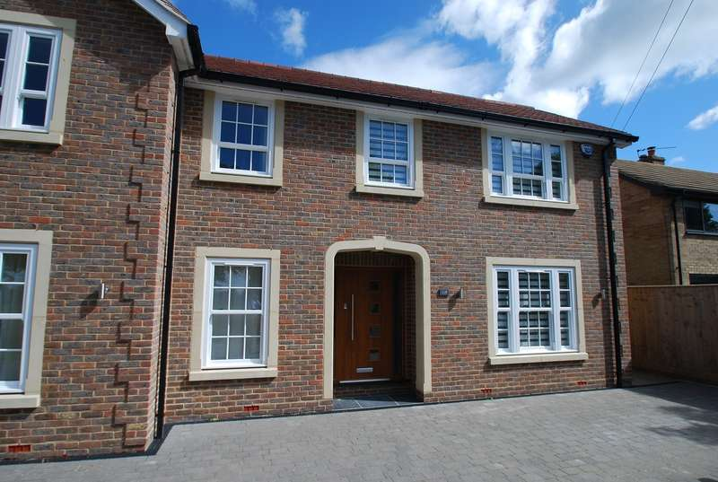 3 Bedrooms Semi Detached House for sale in Wattleton Road, Beaconsfield, HP9