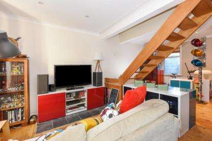3 Bedrooms End Of Terrace House for sale in Primrose Road, London