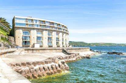2 Bedrooms Flat for sale in Maker, Torpoint, Uk