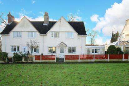 3 Bedrooms Semi Detached House for sale in The Park, Woodlands, Doncaster