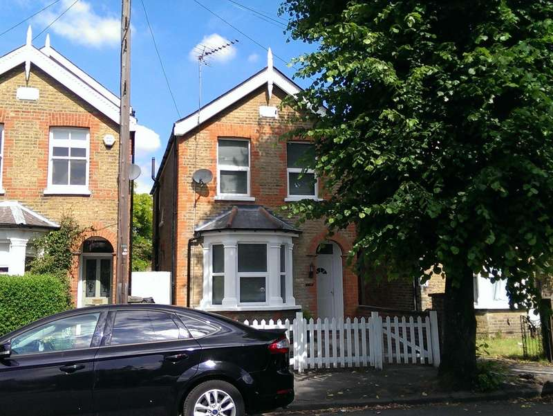 3 Bedrooms Detached House for sale in North Kingston