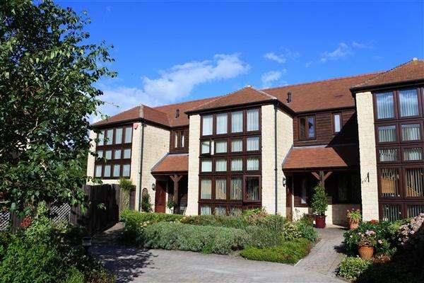 3 Bedrooms Terraced House for sale in Chantry Farm, Wyke Street, Gillingham