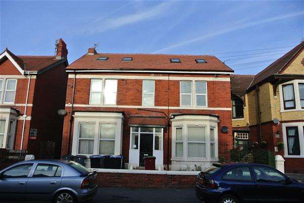 7 Bedrooms Commercial Property for sale in Reads Avenue, Blackpool