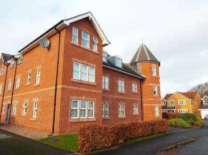 2 Bedrooms Flat for sale in Berkeley Towers, Blackthorn Close, Crewe, Cheshire