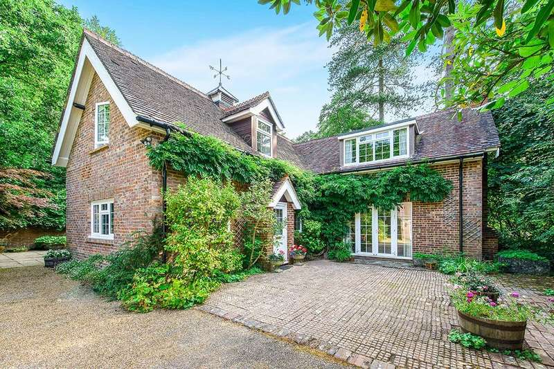 4 Bedrooms Detached House for sale in Stableford Mount Pleasant, Crowborough, TN6
