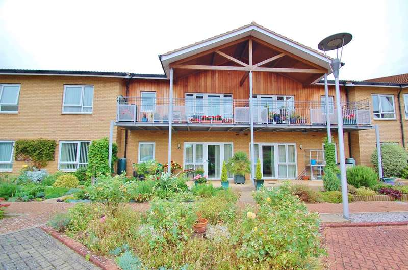 2 Bedrooms Flat for sale in Redgrave Court, Patrons Way East, Denham Garden Village, Denham, UB9