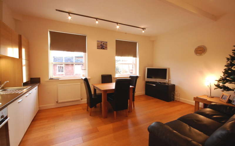 2 Bedrooms Apartment Flat for sale in St. Jude Court, Old St. Michaels Drive, Braintree, CM7