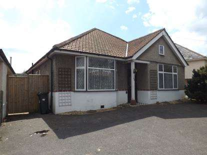 3 Bedrooms Bungalow for sale in Moordown, Bournemouth, Dorset