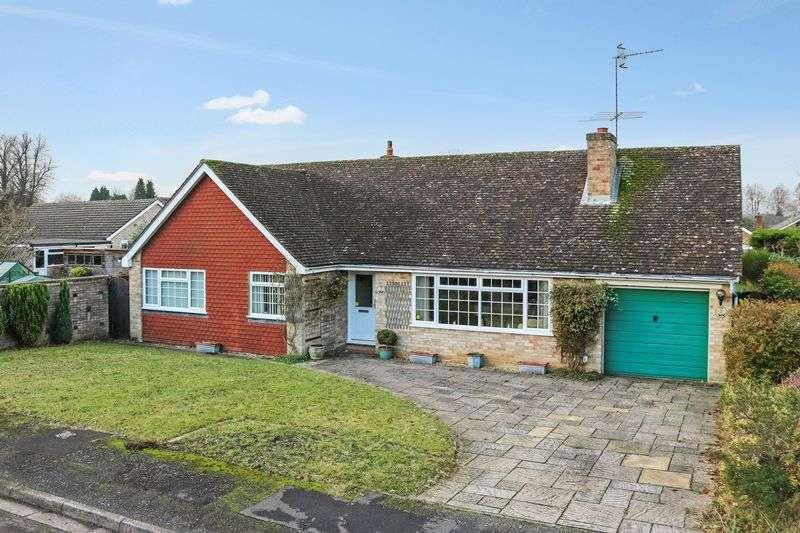 3 Bedrooms Detached Bungalow for sale in Busbridge, Godalming
