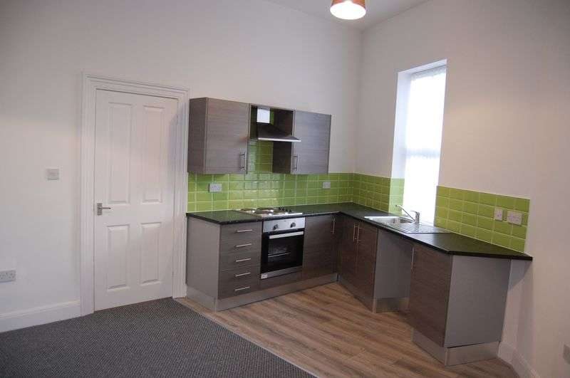 2 Bedrooms Flat for sale in Claughton Road