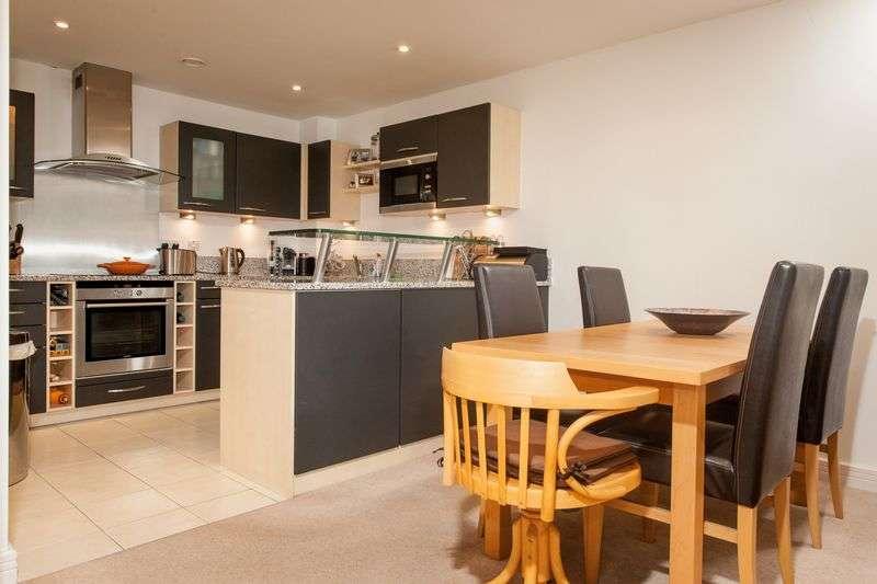 2 Bedrooms Flat for sale in Merchants Road, Bristol