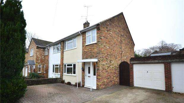 3 Bedrooms Semi Detached House for sale in Henley Gardens, Yateley, Hampshire
