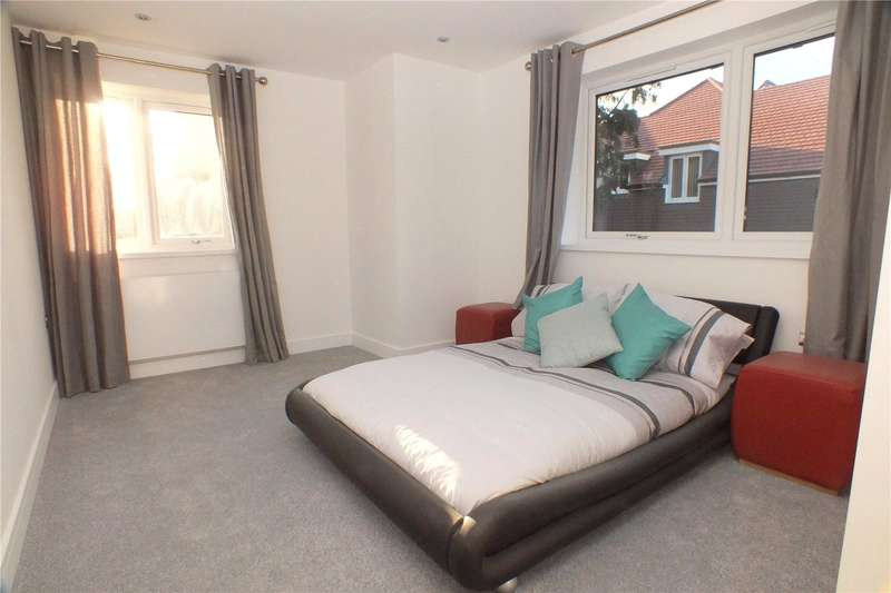 2 Bedrooms Flat for sale in Branksome Chambers, Fleet, Hampshire, GU51