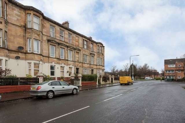 4 Bedrooms Flat for sale in 76 Copland Road, Ibrox, Glasgow, G51 2RT