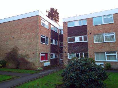 2 Bedrooms Flat for sale in Heathfield Close, Potters Bar, Hertfordshire