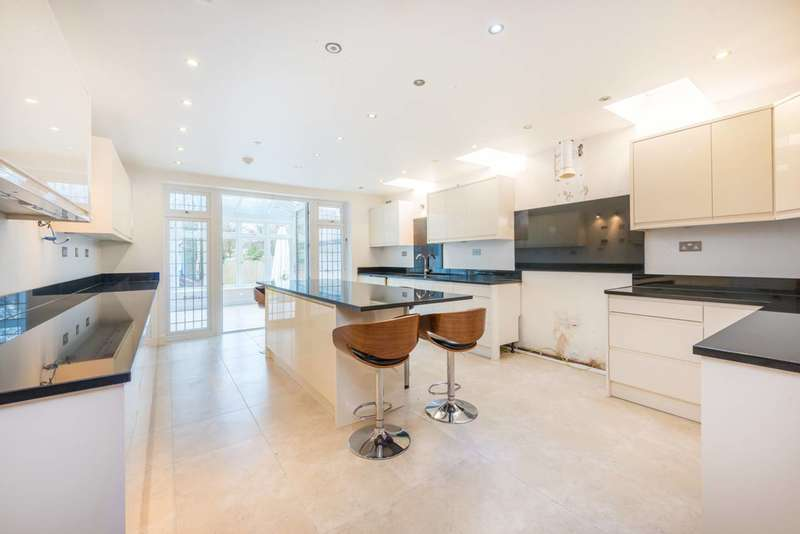 5 Bedrooms Detached House for sale in Rushdene Road, Pinner, HA5