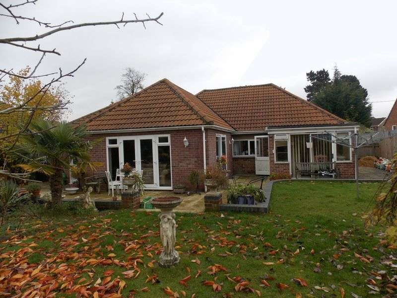 3 Bedrooms Detached Bungalow for sale in Barton Road, Thurston