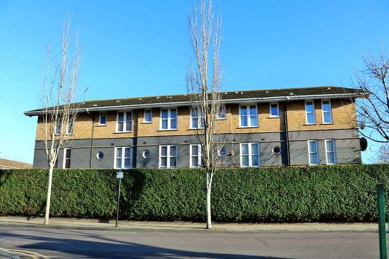 2 Bedrooms Flat for sale in Leabank Square, London, E9