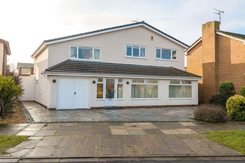 4 Bedrooms Detached House for sale in Stratford Close, Southport
