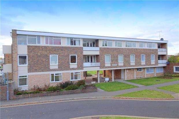 3 Bedrooms Apartment Flat for sale in Arundel Garden, Rustington, West Sussex, BN16