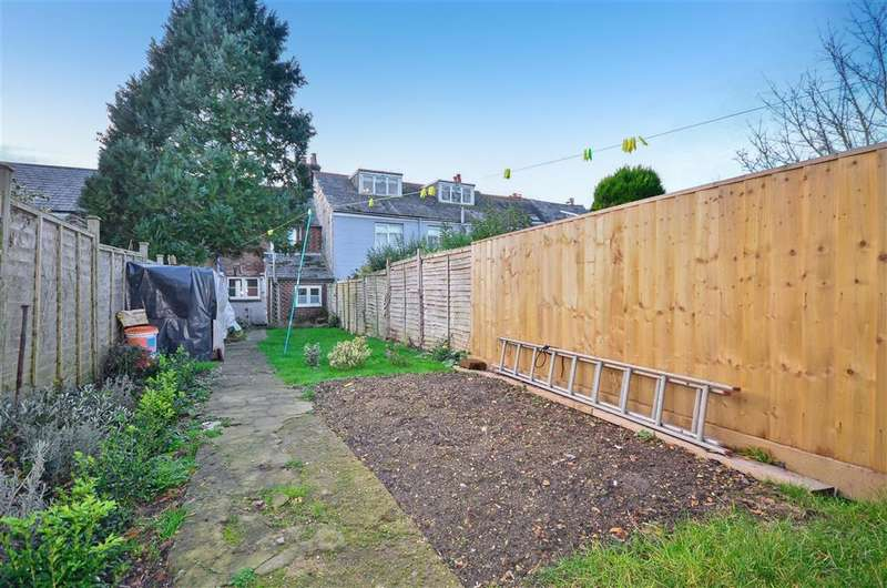2 Bedrooms Terraced House for sale in St. Johns Road, Newport, Isle of Wight