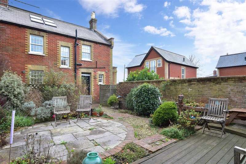 4 Bedrooms Terraced House for sale in Langstone Road, Havant, Hampshire
