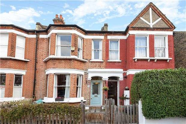 3 Bedrooms Terraced House for sale in Pentney Road, SW12