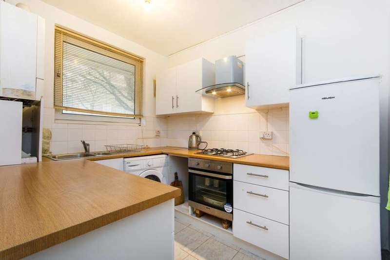 2 Bedrooms Flat for sale in Clapham Junction, Clapham Junction, SW11