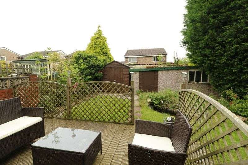 3 Bedrooms Semi Detached House for sale in Oakeneaves Avenue, Burnley BB11 5HH