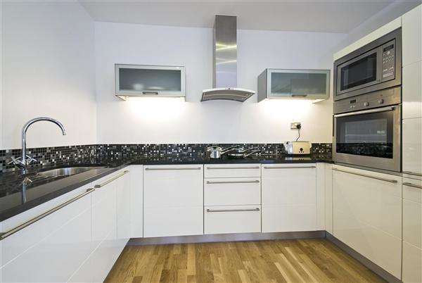 3 Bedrooms Property for sale in Swindon, Swindon
