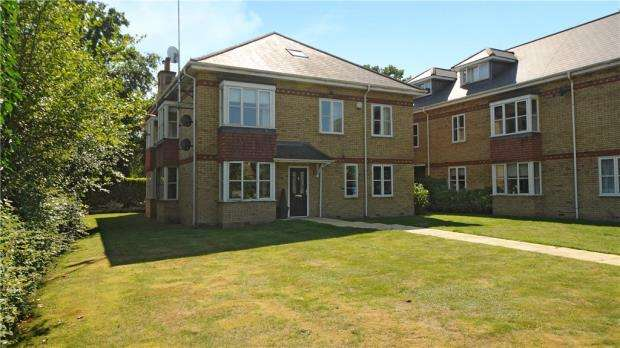 2 Bedrooms Maisonette Flat for sale in Woodmill Court, London Road, Ascot