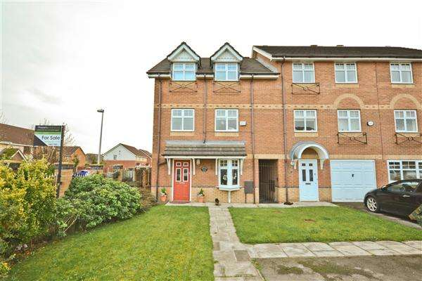 4 Bedrooms Semi Detached House for sale in Waterford Close, Wigan