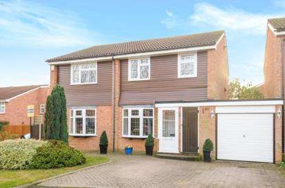 4 Bedrooms Link Detached House for sale in Ambrose Close, Orpington