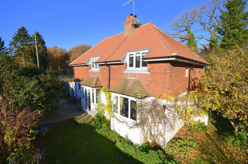 4 Bedrooms Detached House for sale in Shere