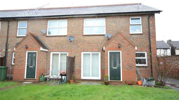 2 Bedrooms Maisonette Flat for sale in Herald Court, St. Georges Road, Aldershot