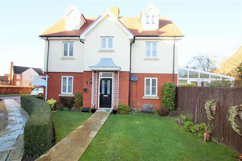 4 Bedrooms Detached House for sale in Gratian Close, Myland, Colchester