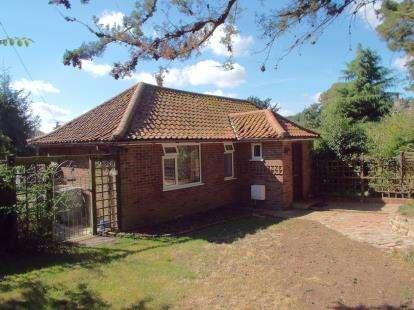 3 Bedrooms Bungalow for sale in Taverham Road, Taverham, Norwich