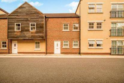 2 Bedrooms Flat for sale in Broka Court, Pine Street, Aylesbury, Buckinghamshire