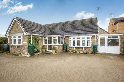 3 Bedrooms Bungalow for sale in Eastrea Road, Whittlesey, Peterborough, Cambridgeshire