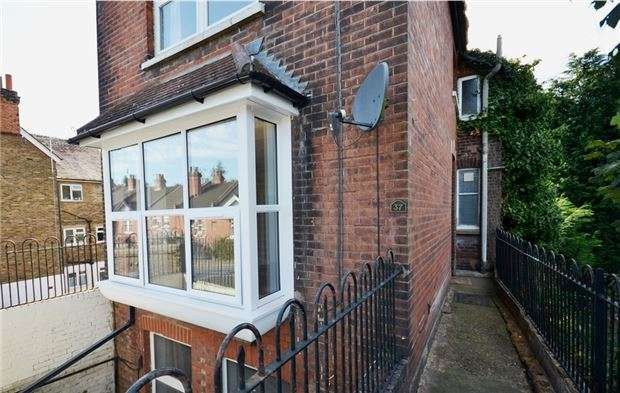 1 Bedroom Flat for sale in Linkfield Street, REDHILL, RH1 6BW
