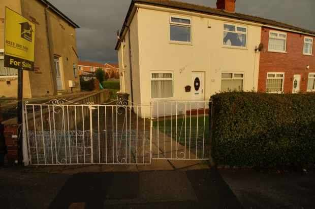 4 Bedrooms Semi Detached House for sale in Nixon Ave, Leeds, West Yorkshire, LS9 9BE