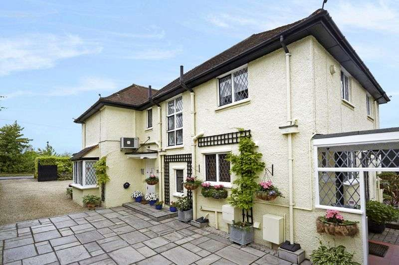5 Bedrooms Detached House for sale in Longdown Lane South, Epsom