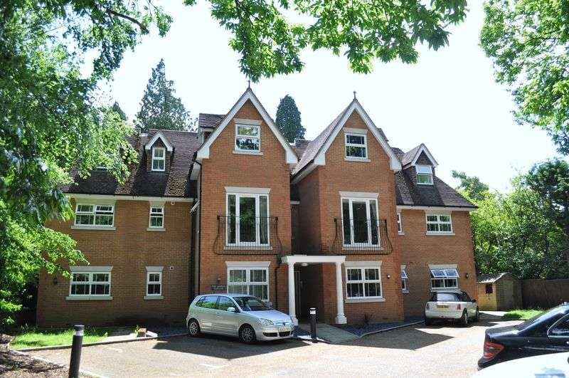 2 Bedrooms Flat for rent in Portsmouth Road, Camberley