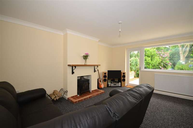 4 Bedrooms Bungalow for sale in Forge Close, Sellindge, Ashford, Kent