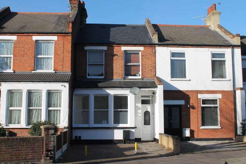2 Bedrooms Flat for sale in Hamlet Court Road, Westcliff On Sea